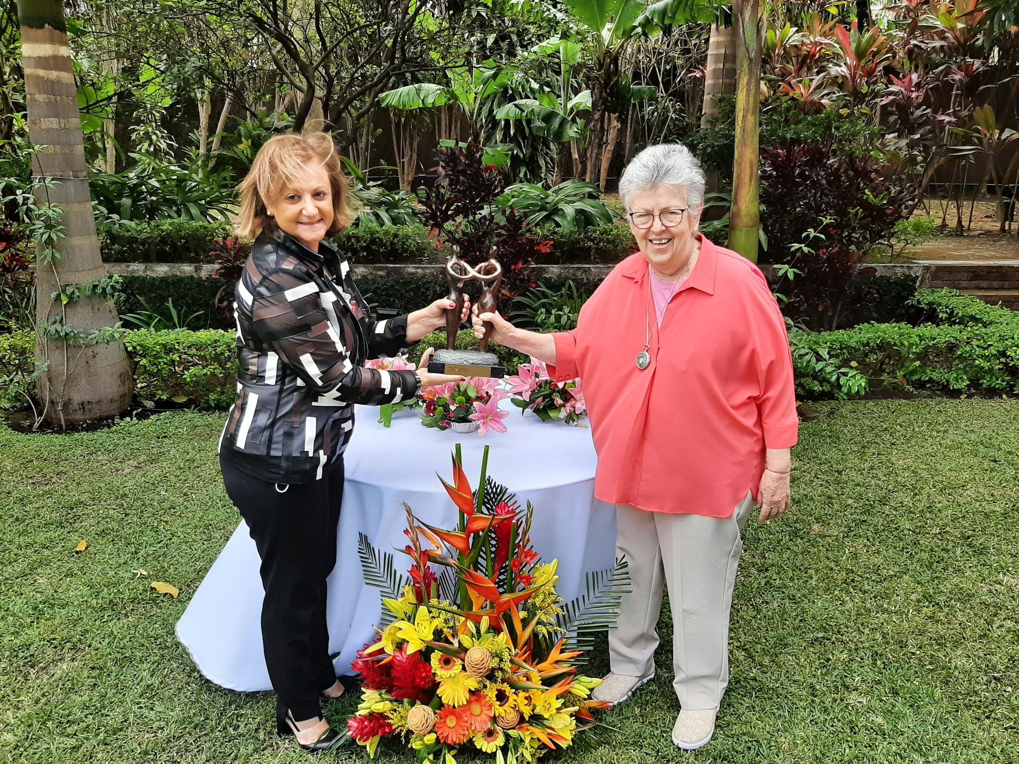 Cristina Gallach Entrega Premio Mujeres Avenir Elizabeth Odio